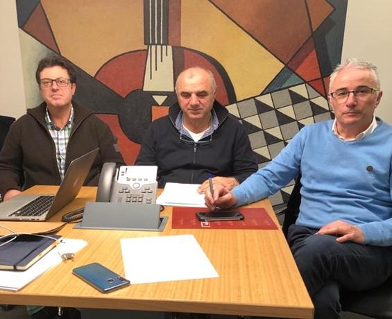 Empresarios del mármol de A Coruña y Cataluña se reúnen por videoconferencia para intercambiar modelos de trabajo.